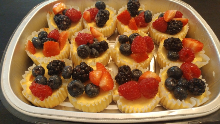 Mini New York Cheesecakes with fruits