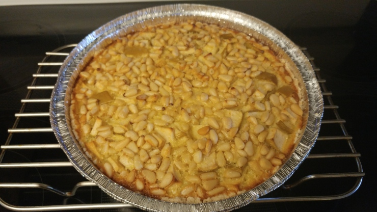 Green apple pie with pine nuts